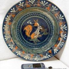 Antigüedades: 31 CM .ESPECTACULAR PLATO CERAMICA CATALANA - FIRMADA PUIGDEMONT - BISBAL D'EMPORDÀ GIRONA - ARDILLA. Lote 38010386