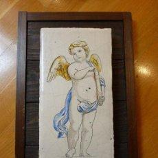 Antigüedades: PLACA AZULEJO CON ANGELOTE. ENMARCADO. FIRMADO. Lote 37988100