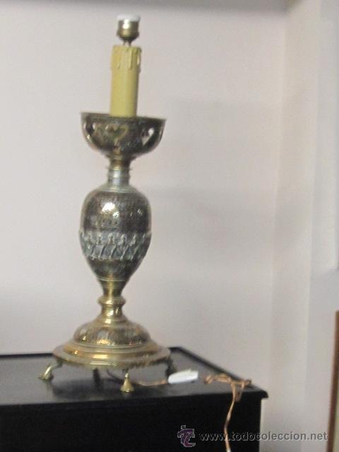 ANTIGUA LÁMPARA DE SOBREMESA EN BRONCE CALADO CON INCRUSTACIONES EN PLATA. EXCELENTE TRABAJO (Antigüedades - Iluminación - Lámparas Antiguas)