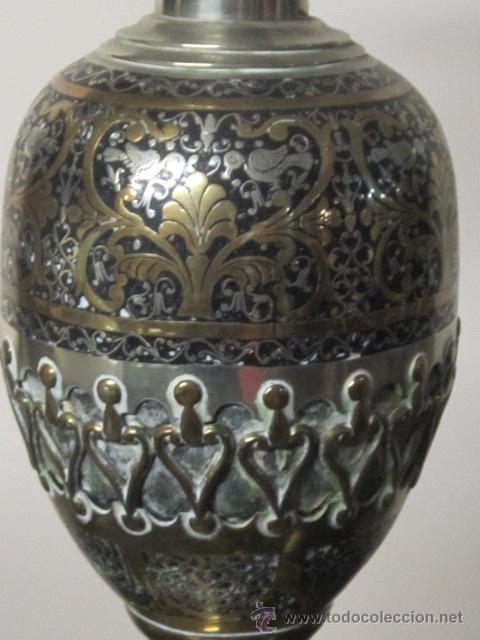Antigüedades: Antigua lámpara de sobremesa en bronce calado con incrustaciones en plata. Excelente trabajo - Foto 2 - 38041533