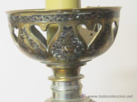 Antigüedades: Antigua lámpara de sobremesa en bronce calado con incrustaciones en plata. Excelente trabajo - Foto 4 - 38041533