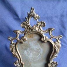 Antigüedades: ANTIGUO PORTAFOTO EN BRONCE.NO REPLICA. Lote 38061370