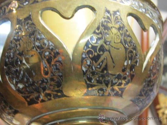 Antigüedades: Antigua lámpara de sobremesa en bronce calado con incrustaciones en plata. Excelente trabajo - Foto 7 - 38041533