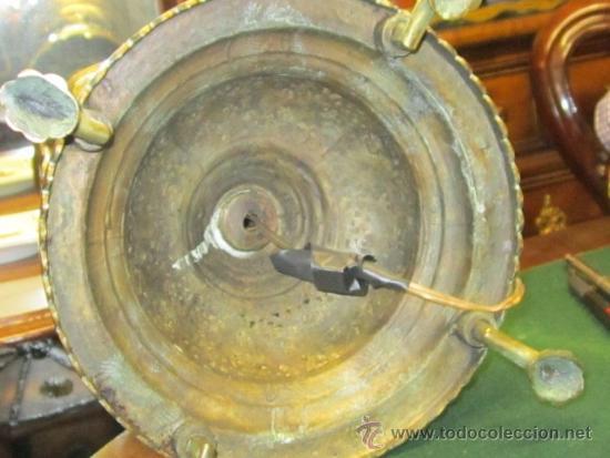 Antigüedades: Antigua lámpara de sobremesa en bronce calado con incrustaciones en plata. Excelente trabajo - Foto 9 - 38041533