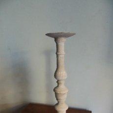 Antigüedades: CANDELERO CANDELEROS DE MADERA EN DECAPE 42 CM DE ALTURA. Lote 38101302