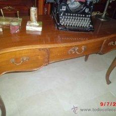 Antigüedades: ESCRITORIO DE MADERA TALLADA Y MARQUETERIA. Lote 38110694