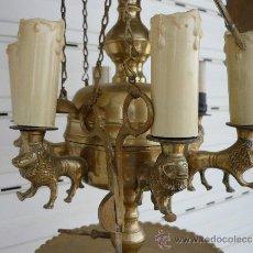 Antigüedades: LAMPARA DE ACEITE GRANADINA CON LUZ DECORADA CON 6 LEONES.ALTURA 93CM PESO 3,5CM.. Lote 38158111