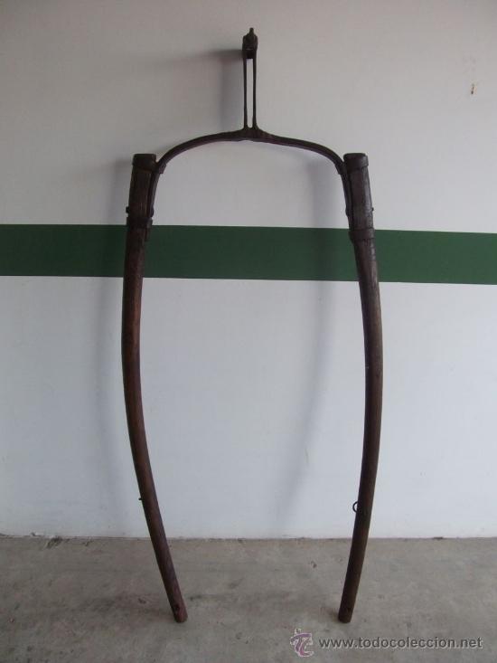 TIRO O TIRENTE DE MADERA DE BURRO PARA LA ARADA 1,6 METROS X 68 CM (Antigüedades - Técnicas - Rústicas - Agricultura)