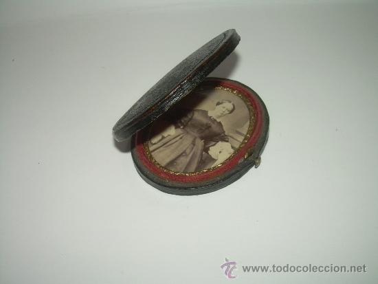 Antigüedades: ANTIGUO Y BONITO PORTARRETRATOS DE VIAJE CON ESTUCHE DE PIEL....SIGLO XIX..... - Foto 3 - 116367803