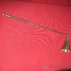 Antigüedades: APAGA VELAS DE METAL PLATEADO - EL MANGO MIDE 18 CM . Lote 38189062