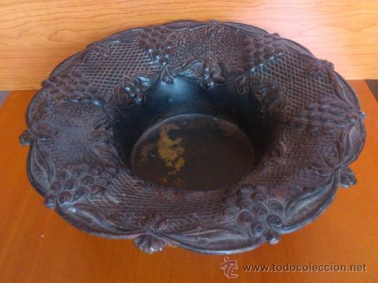 Antigüedades: Frutero antiguo de laton repujado - Foto 13 - 38225734