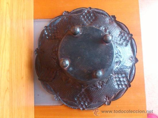 Antigüedades: Frutero antiguo de laton repujado - Foto 4 - 38225734