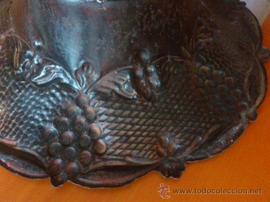 Antigüedades: Frutero antiguo de laton repujado - Foto 3 - 38225734
