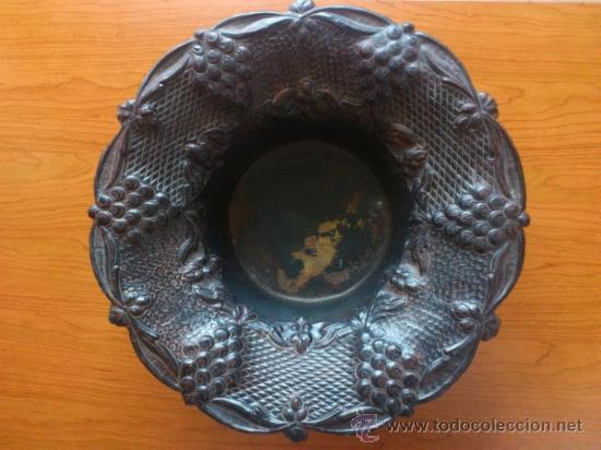 Antigüedades: Frutero antiguo de laton repujado - Foto 2 - 38225734