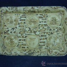 Antigüedades: BANDEJA RESINA MOLDEADA SIMULANDO MÁRFIL JAPÓN PAGODA DRAGÓN ALMENDROS BUDA GEISHA. Lote 38291572
