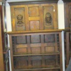 Antigüedades: ORIGINAL LIBRERIA ESTILO RENACIMIENTO ESPAÑOL, CON CABEZAS TALLADAS EN FRONTAL Y LATERALES. Lote 58461396