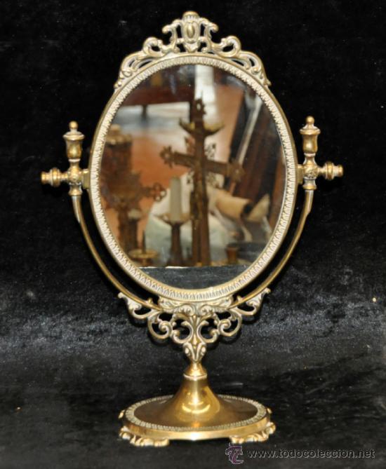 PRECIOSO ESPEJO DE SOBREMESA REALIZADO EN BRONCE. CIRCA 1950 (Antigüedades - Muebles Antiguos - Espejos Antiguos)