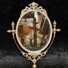Antigüedades: PRECIOSO ESPEJO DE SOBREMESA REALIZADO EN BRONCE. CIRCA 1950. Lote 38276279
