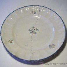 Antigüedades: PLATO CERAMICA GALLONADO DE ALCORA . Lote 38330808