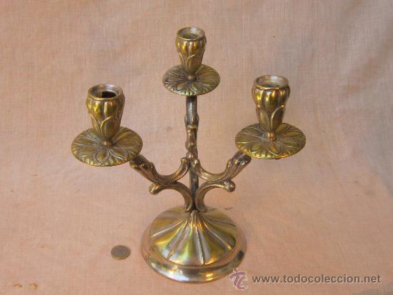 CANDELABRO EN METAL PLATEADO (Antigüedades - Iluminación - Candelabros Antiguos)