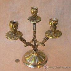 Antigüedades: CANDELABRO EN METAL PLATEADO. Lote 40865151