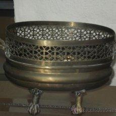 Antigüedades: JARRON DE BRONCE LATON CON PATAS Y ASAS LABRADAS . OSCURECIDO NECESITA LIMPIEZA .. Lote 38361024