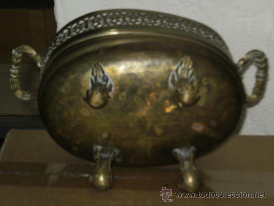 Antigüedades: JARRON DE BRONCE LATON CON PATAS Y ASAS LABRADAS . OSCURECIDO NECESITA LIMPIEZA . - Foto 2 - 38361024