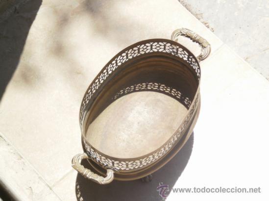 Antigüedades: JARRON DE BRONCE LATON CON PATAS Y ASAS LABRADAS . OSCURECIDO NECESITA LIMPIEZA . - Foto 3 - 38361024