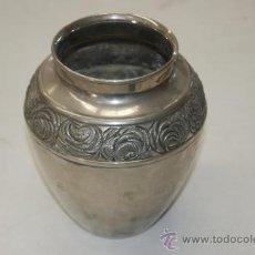 Antigüedades: ANTIGUO JARRON ART DECÓ EN METAL PLATEADO. Lote 38372724