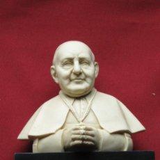 Antigüedades: FIGURA CON BUSTO DEL PAPA JUAN XIII SOBRE PEANA DE MARMOL. Lote 38406213