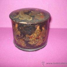 Antigüedades: ANTIGUA RECIPIENTE POLVERA CON ESCENAS CHINESCAS PINTADAS A MANO .AÑO 1920S.. Lote 38423845