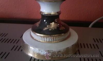 Antigüedades: Exquisita lampara de porcelana pintada a mano al oleo y dorado con dos piedras rojas.Italia. - Foto 3 - 38434234