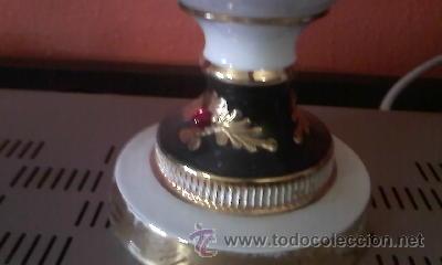 Antigüedades: Exquisita lampara de porcelana pintada a mano al oleo y dorado con dos piedras rojas.Italia. - Foto 4 - 38434234