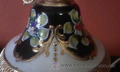 Antigüedades: Exquisita lampara de porcelana pintada a mano al oleo y dorado con dos piedras rojas.Italia. - Foto 7 - 38434234