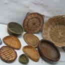 Antigüedades: LOTE 9 PIEZAS - CESTA CESTO CANASTA MIMBRE ESPARTO RATAN - DECORACION RUSTICO. Lote 82081111