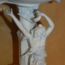 Antigüedades: CENTRO DE MESA DE BISCUIT MODERNISTA ( ORIGINAL ) , ESCENA MODERNISTA , 37 X 33 CM, VER FOTOGRAFIAS . Lote 38472470