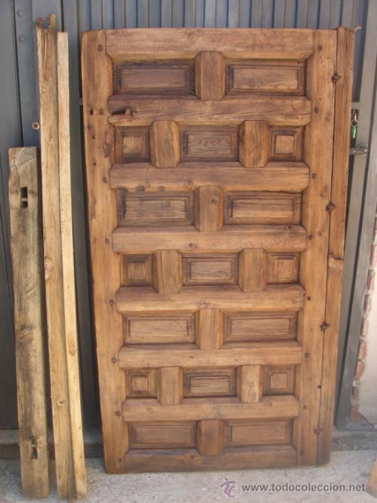 antigua puerta con magnificos cuarterones con comprar