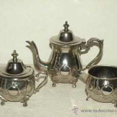 Antigüedades: JUEGO DE CAFE / TE EN METAL PLATEADO. CAFETERA/TETERA, AZUCARERO Y LECHERA. VER FOTOS Y DESCRIPCIÓN.. Lote 38575233