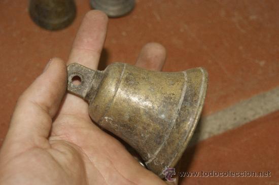 Antigüedades: Gran lote de 8 campana muy antiguas de bronce, a identificar - Foto 5 - 38584622
