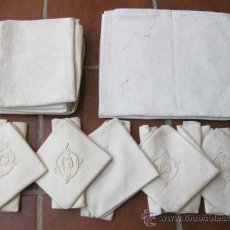 Antigüedades: JUEGO DE MESA COMPUESTO POR UN MANTEL Y ONCE SERVILLETAS - TODO DE LINO ADAMASCADO. Lote 66505815