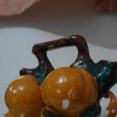 Antigüedades: ANTIGUO BOTIJO CON FORMA DE FRUTERO DE MANISES . Lote 38643538