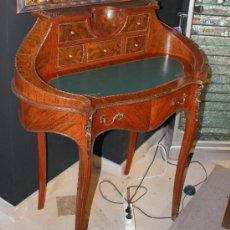 Antiquitäten - SECRETAIRE DE DAMA ESTILO LUIS XV CON INCRUSTACIONES DE BRONCE Y SOBREMESA DE PIEL - 38645389