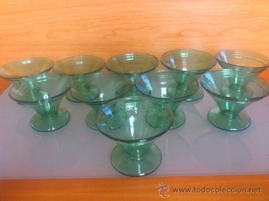 Antigüedades: Juego antiguo de ponchera y diez copas en cristal soplado Catalán verde - Foto 7 - 38645156