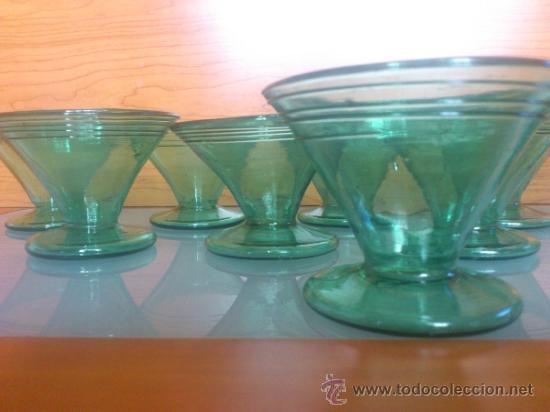 Antigüedades: Juego antiguo de ponchera y diez copas en cristal soplado Catalán verde - Foto 9 - 38645156