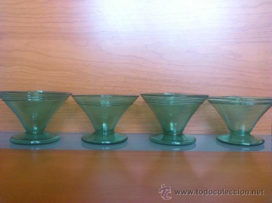 Antigüedades: Juego antiguo de ponchera y diez copas en cristal soplado Catalán verde - Foto 26 - 38645156
