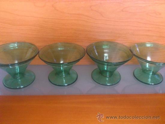 Antigüedades: Juego antiguo de ponchera y diez copas en cristal soplado Catalán verde - Foto 25 - 38645156