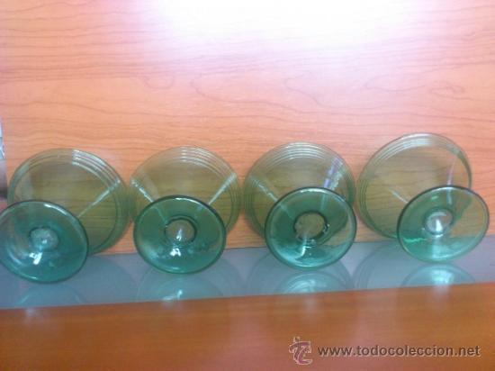 Antigüedades: Juego antiguo de ponchera y diez copas en cristal soplado Catalán verde - Foto 24 - 38645156