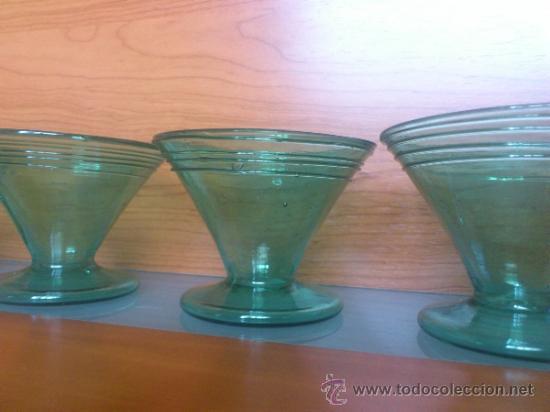 Antigüedades: Juego antiguo de ponchera y diez copas en cristal soplado Catalán verde - Foto 22 - 38645156