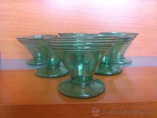 Antigüedades: Juego antiguo de ponchera y diez copas en cristal soplado Catalán verde - Foto 21 - 38645156