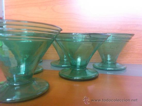 Antigüedades: Juego antiguo de ponchera y diez copas en cristal soplado Catalán verde - Foto 20 - 38645156